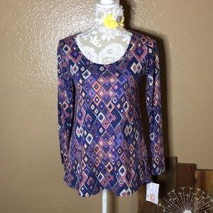 XS LuLaRoe Lynnae shirt purple